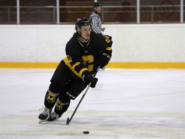 Jarkko Anttila trivdes till en början i utvisningsbåset, men sedan kom Centers i gång.