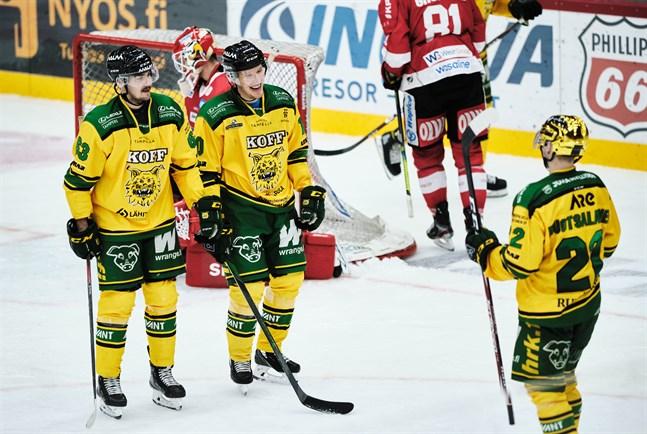 NHL-lånet Arttu Ruotsalainen (guldhjälmen) satte två baljor i powerplay.