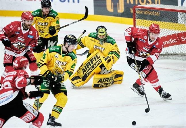 Janne Keränen (till höger) har stått för 0+0 på de två inledande matcherna i Sporttröjan – trots ansvar i förstakedjan. Spräcks nollan mot Tappara i kväll?