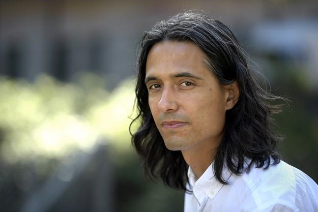 """Jonas Hassen Khemiri fick Augustpriset för """"Allt jag inte minns"""". Nu har han chans att få amerikanska National Book Award för """"Pappaklausulen""""."""