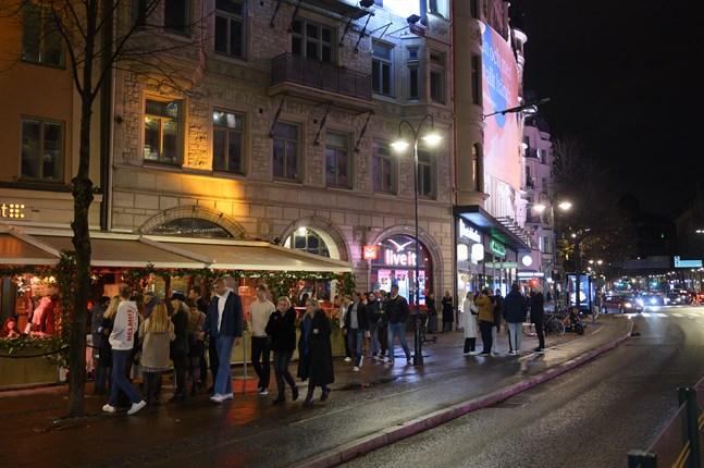 Krogarna runt Stureplan i Stockholm på lördagskvällen.