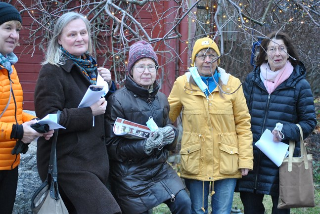 Välkommen att tillbringa en söndag i Kaskö hälsar från vänster Soili Bonde, Tiina Kangas, Raija Murray, Sonja Lapveteläinen och Vuokko Kuhalampi.