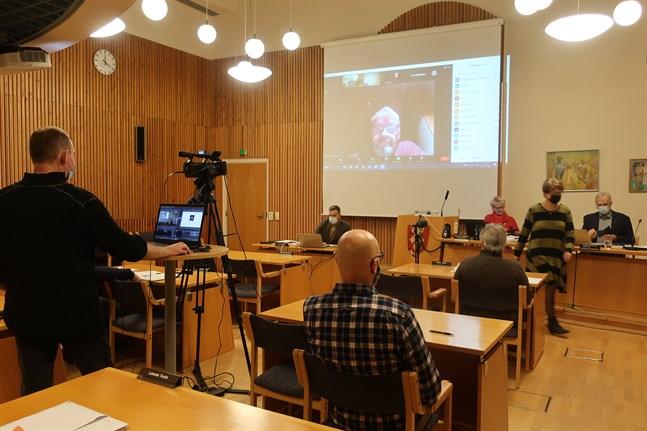 För första gången genomfördes ett budgetmöte i Kronoby delvis på distans och mötet strömmades också på nätet.