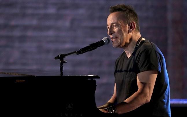 Bruce Springsteen hörs på Jack Antonoffs band Bleachers nya singel.