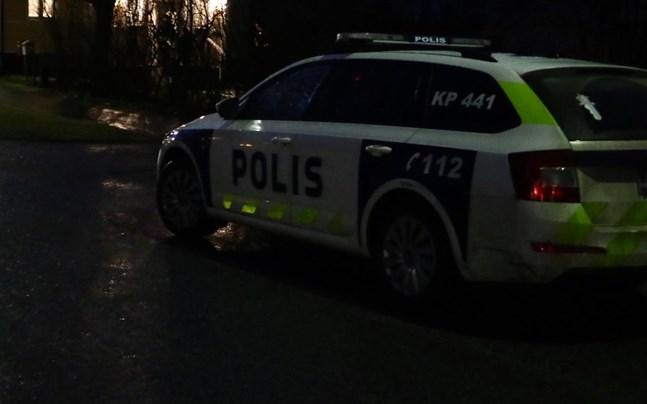 Polispådrag i Nykarleby på tisdagskvällen.