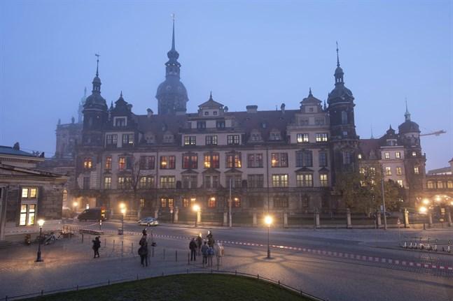 Tre personer har gripits under en razzia i Berlin efter konstkuppen i Dresden 2019.