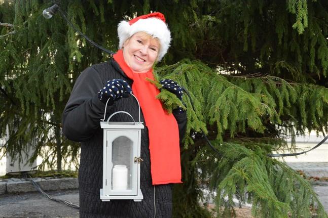 Turistinformatör Helena Karis intervju med tomten kommer att visas på den virtuella julöppningen på fredag.