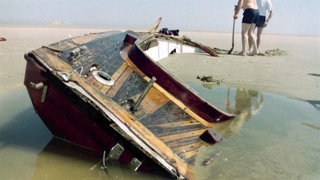 Mannen och hans båt hittades på en sandbank vid Nederländernas kust år 1995. Nu har mannen identifierats.