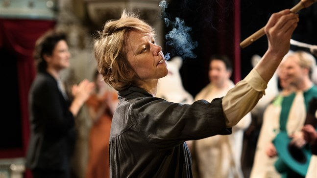 Alma Pöysti spelar Tove Jansson i filmen Tove. Nu tävlar filmen om en Oscarsstatyett.