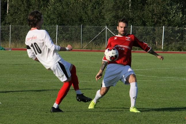Serhii Chebotarov är spelande tränare i futsallaget BFF Gazije.