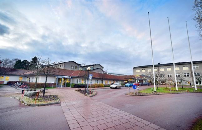 Totalt 45 fall av coronasmitta har bekräftats på Åland. En coronasmittad patient vårdas på sjukhus, uppger Ålands hälso- och sjukvård ÅHS.