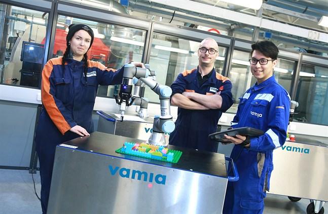 Jonna Loukonen, Samuli Kuosmanen och Kiattisak Piw-On har valt maskin- och produktionsteknik, och är mycket nöjda med sina val.