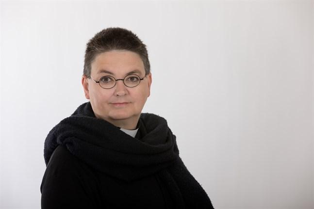 Katarina Gäddnäs är bosatt i Mariehamn, där hon sedan 2018 arbetar som sjukhuspräst. Tidigare har hon jobbat bland annat som lärare och journalist.