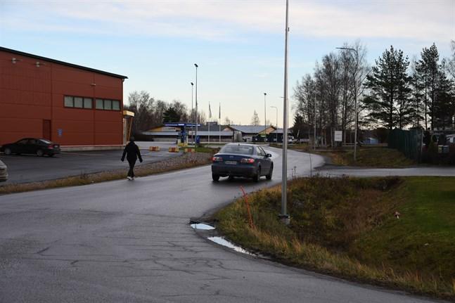Närpes får statliga pengar för att bygga en gång- och cykelbana längs Tegelbruksvägen.