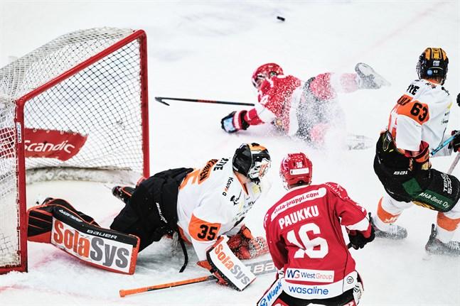 Sport fick inte alls hål på Oskari Salminen, som bara behövde ingripa 17 gånger och därmed höll sin första liganolla.