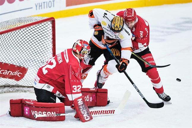 Filip Riska, här hemma mot KooKoo, gjorde sitt första mål för säsongen.