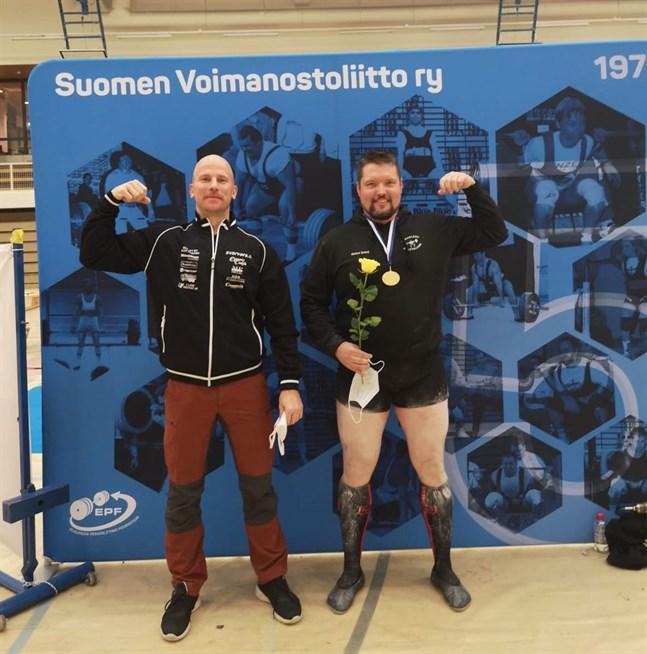 Markus Granö (till höger) kom hem med en guldmedalj för veteranernas FM-tävlingar i Ylöjärvi. Kristian Kulla belade åttonde plats i sin klass.