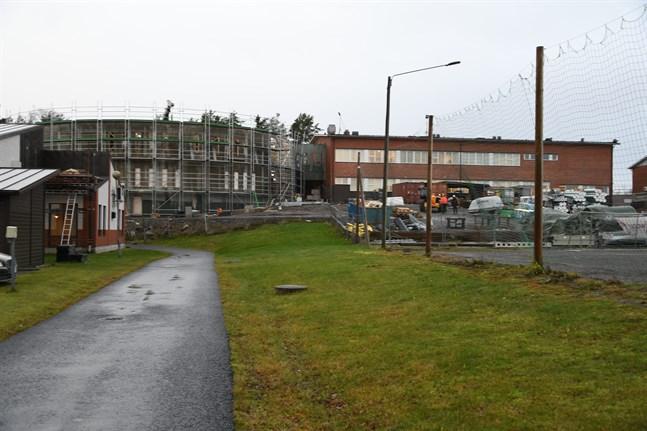 Tillbyggnaden av Mosebacke skola är en av de större investeringarna i Närpes nästa år.