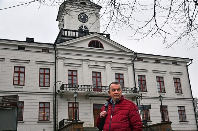 Om klockor kunde rankas i skönhet låg klockan i Kristinestads rådhus i topp menar historikern Keijo Peura.