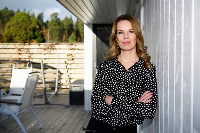 """Det var en novellutmaning inom familjen som tände Sara Molins skrivlust. I två år skickade familjemedlemmarna noveller till varandra. """"För mig blev det startskottet"""", säger Sara."""