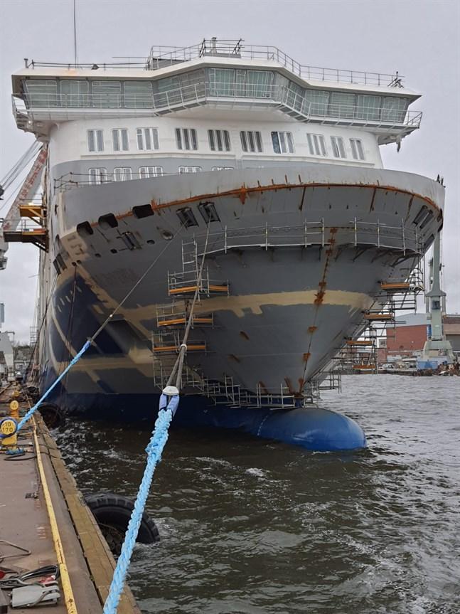 En bild av Aurora Botnia tagen vid varvet i Raumo denna vecka.