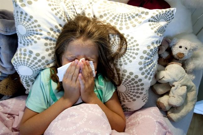 Minst fem barn i Sverige har långtidssymptom efter att ha insjuknat i covid-19. Arkivbild.