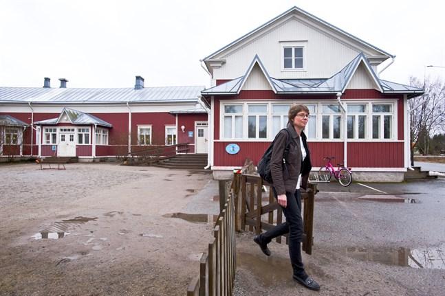 Tf bildningschef Carina Ahlström (här vid Slottebo daghem) tycker att det är roligt att kommunen fått bekräftelse på att personaldimensioneringen i småbarnspedagogiken fyller lagens krav.