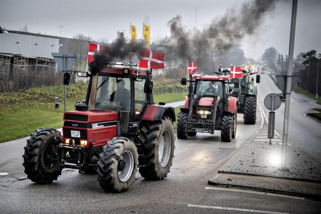 Traktorer på väg mot Köpenhamn i protest mot regeringens agerande i minkfrågan.