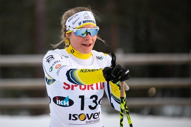 Julia Häger hade en mindre trevlig dag i FM-spåret i Ristijärvi på fredagen.