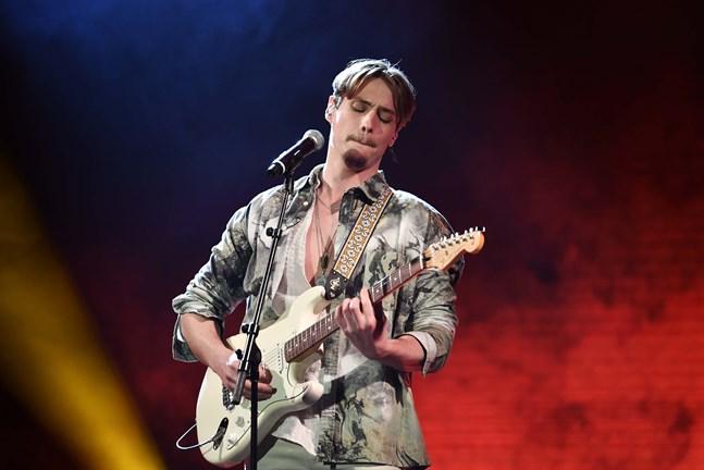Simon Karlsson fick lämna Idol.
