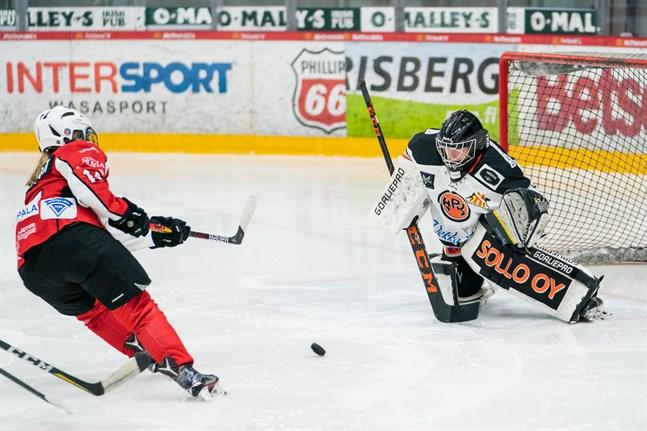 Amanda Qvarfordt och Sport skapade målchanser så det räckte nere hos målvakten Salla Sivula. Men HPK var vassare framåt.