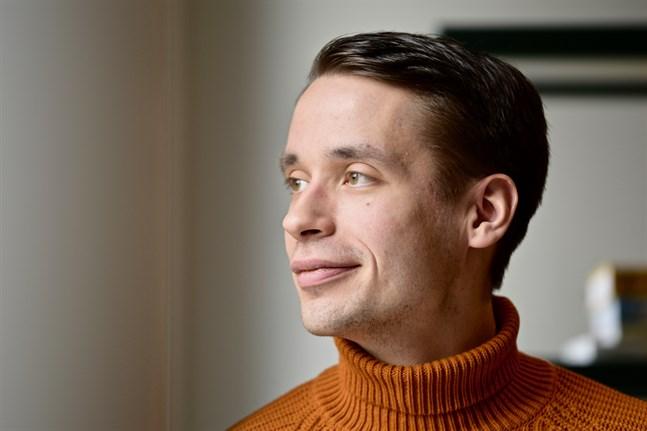 SFP:s vice ordförande Henrik Wickström vill höja hushållsavdraget till 7500 euro.