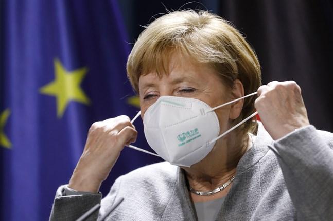 Euroområdets motor Tyskland, med förbundskansler Angela Merkel, riskerar en andra recession i coronakrisen till följd av nedstängningarna sedan den 2 november. Arkivbild