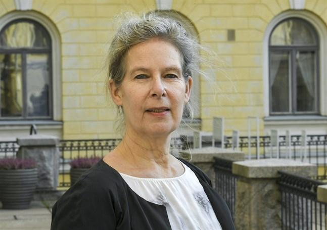 Överläkare Hanna Nohynek vågar ännu inte uppskatta när finländare kan börja få coronavaccin.