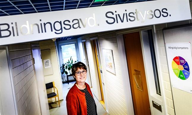 Som bildningschef ansvarar Carina Ahlström för en tredjedel av Kronoby kommuns budget.