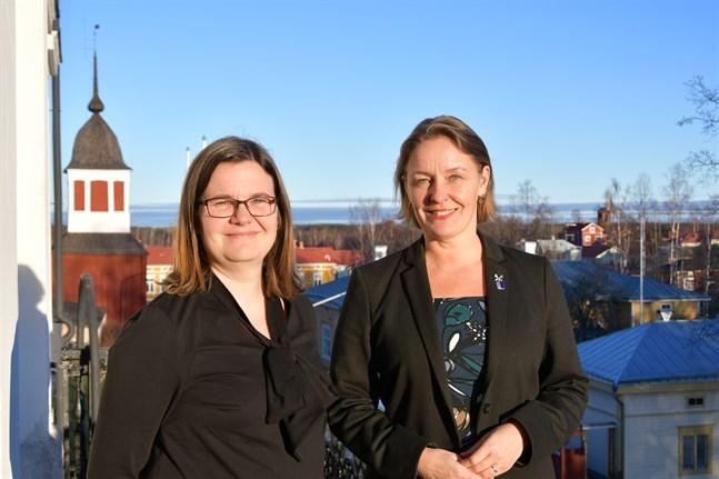 Ekonomichef Maarit Mäkelä och stadsdirektör Mila Segervall kan glädjas över ett budgetförslag som visar några tusenlappar på plus.