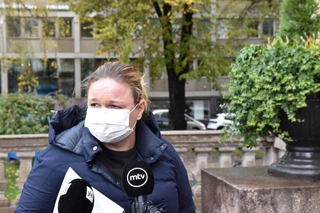 Familje- och omsorgsminister Krista Kiuru (SDP) har under tisdagen möten med representanter för regioner som är i fasen för allmän smittspridning eller i accelerationsfasen av coronapandemin, rapporterar Helsingin Sanomat och Yle. Arkivbild.