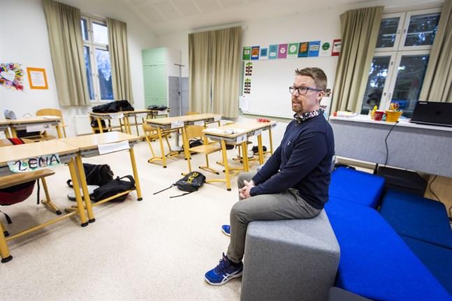 Det är skönt att vara tillbaka i klassrummet. Men om behovet finns vet jag nu att vi klarar av att återgå till distansstudier igen, säger Markus Silfver, lärare på Gerby skola.