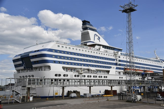 De flesta av Tallink Siljas anställda är för tillfället permitterade. Nu sägs cirka 100 anställda upp.