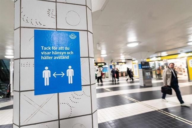 Tvätta händerna, nys i armvecket, håll avstånd och tro för all del inte att du kan använda munskydd rätt. Det är det mantra man har upprepat i Sverige under pandemin, enligt Kristina Bosson.