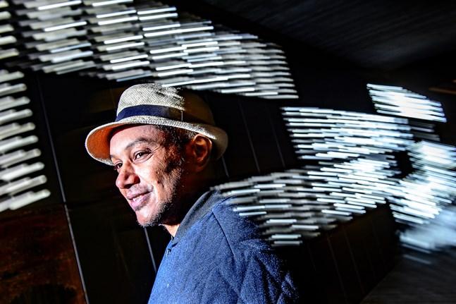 Både språket och musiken flödar för Walid Mossa i Jakobstad.