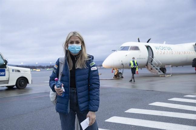 Therese Johaug på Gardermoens flygplats inför avresan till Finland.