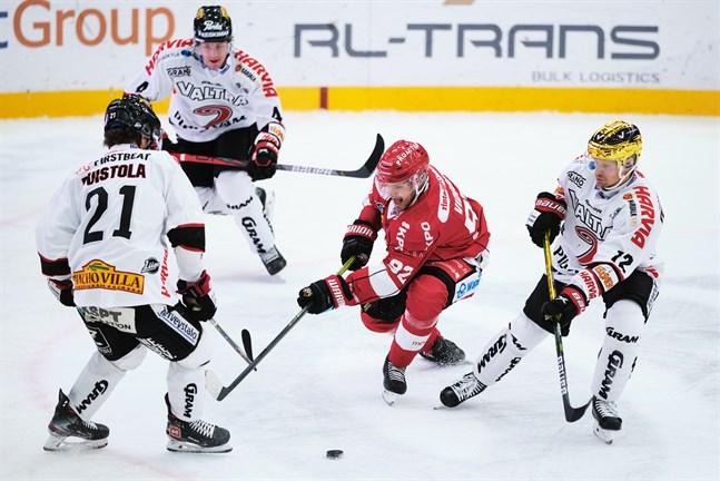 Aaro Vidgrens mål i slutet av sista perioden kom att bli avgörande för Sport mot Ilves.