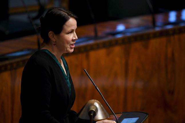 Vänsterförbundets Veronika Honkasalo gav sitt stöd till medborgarinitiativet som vill avkriminalisera användningen av cannabis. Arkivbild.