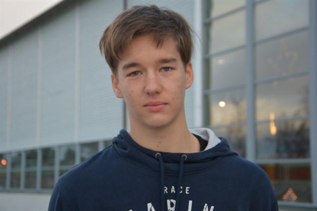 William Prinsén, studerande i Närpes gymnasium, är en av Krafts bästa anfallare i år. På lördag och söndag väntar två tuffa matcher för laget.