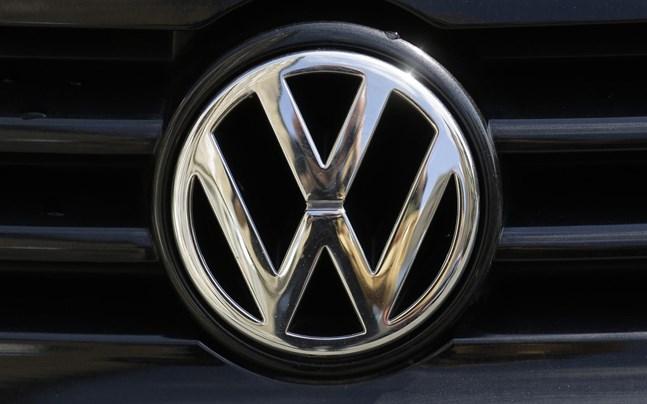 VW har höjt ambitionen vad gäller andelen el- och hybridbilar till 60 procent 2030 och siktar nu på att ta fram en billig och liten elbil för massproduktion.