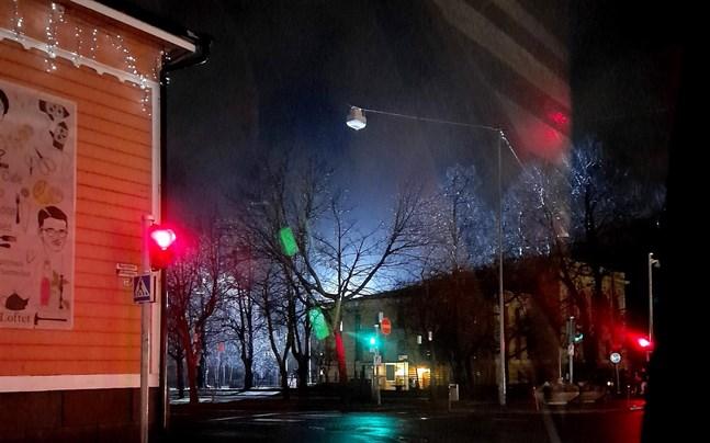 Det har varit mörkt i Vasa centrum de senaste kvällarna. Orsaken är en filminspelning.