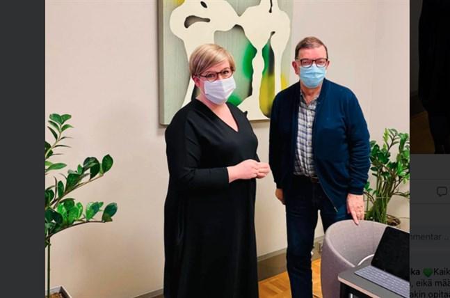 I tisdags träffades partiordförande Annika Saarikko och Paavo Väyrynen och drack kaffe på ministeriet.