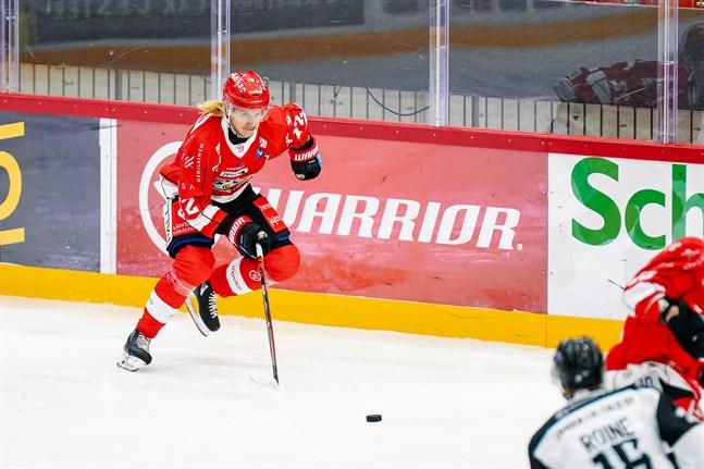 Mika Partanen öppnade målkontot i Sport i sin nionde match för laget.