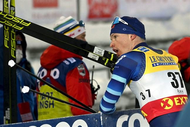 Iivo Niskanen hade häng på pallplats, men fick ge sig rejält på sista varvet.